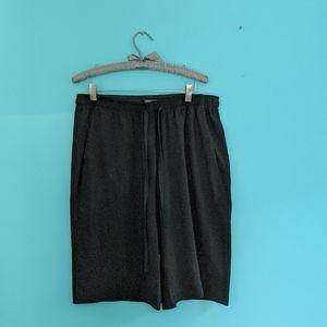 Aritzia Babaton long shorts size L in EUC